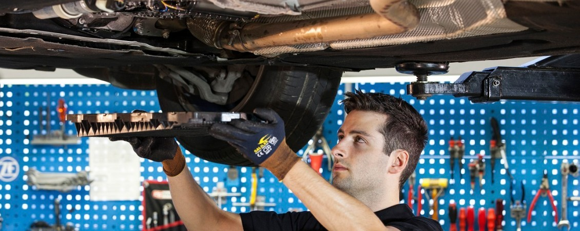 How to change the transmission oil on a passenger car